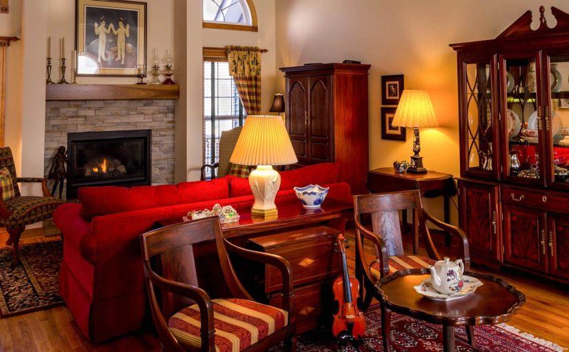 Reproduktionen und Fälschungen antiker Möbel